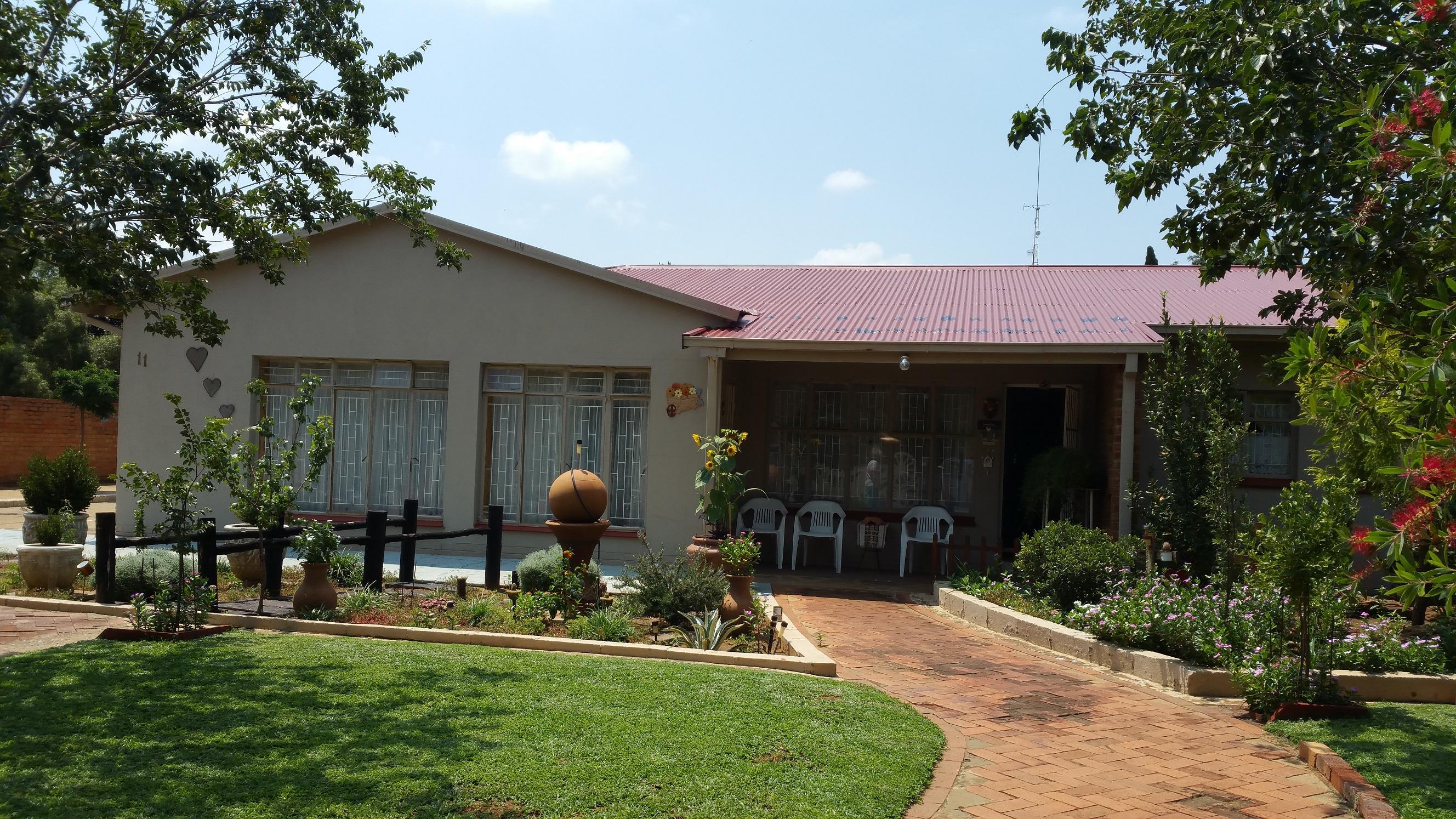 Te koop 4slk woonhuis in hoopstad voortrekkerstr 10 for Dubbel woonhuis te koop